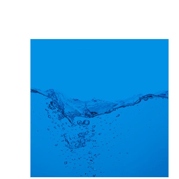 niebieskie koło ze wstrząśniętą wodą